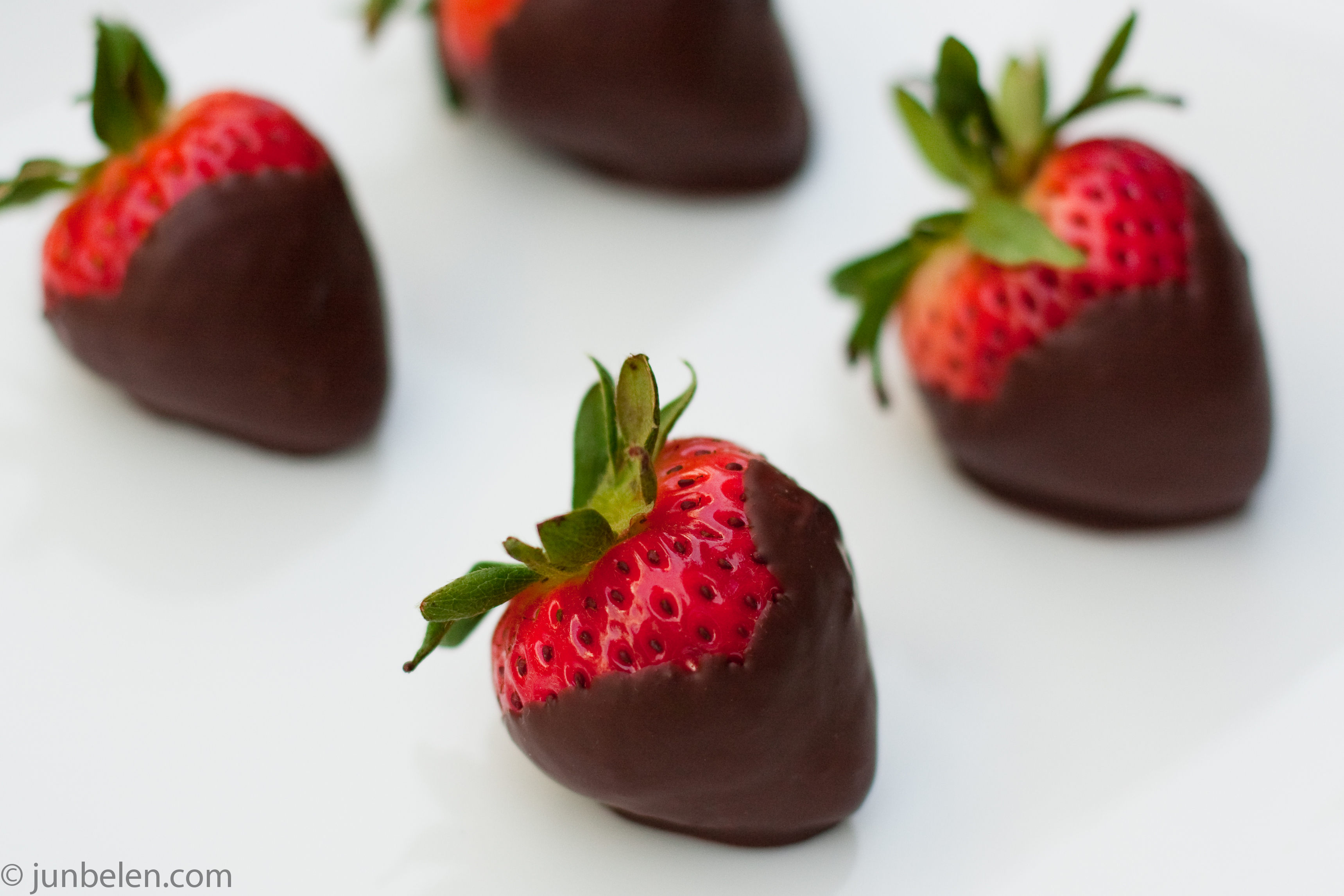 How to Make Chocolate-Dipped Strawberries | Junblog